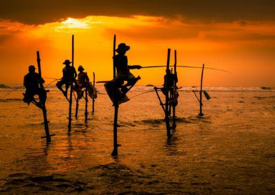 1575932 Silhouettes Of The Traditional Fishermen